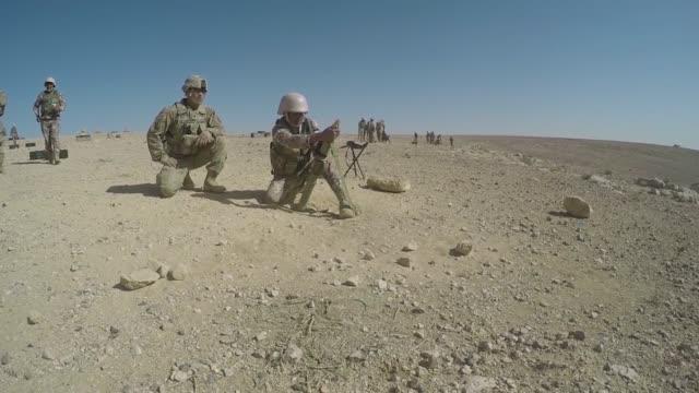 vidéos et rushes de task force spartan soldiers perform mortar training with jordanian border security soldiers as part of the jordan operational engagement program the... - formation militaire