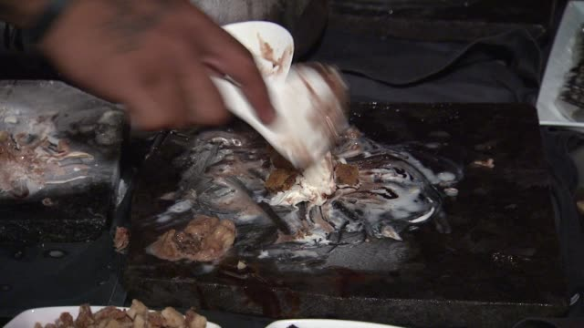 taste of chocolate event at four seasons resort at 2012 maui film festival atmosphere: taste of chocolate event at four seaso on june 15, 2012 in... - フォーシーズンズホテル点の映像素材/bロール