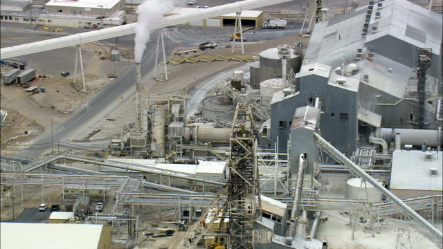 tata chemicals soda ash plant, green river, wyoming - aerial view - wyoming, sweetwater county, united states - river green stock videos & royalty-free footage