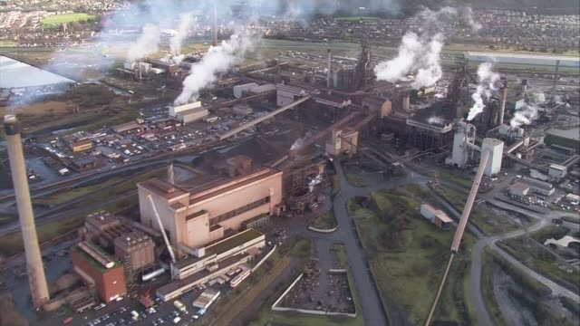 government under pressure to act date tata steelworks - 通行止め点の映像素材/bロール
