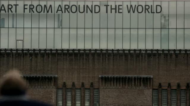 tate modern art museum exteriors, london, uk - western script stock videos & royalty-free footage