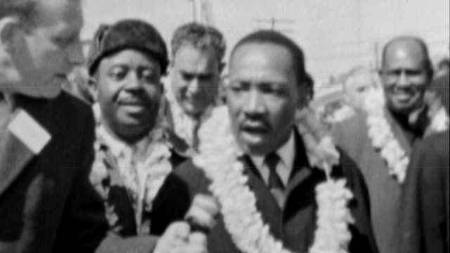 stockvideo's en b-roll-footage met tate modern's exhibition 'soul of a nation' depicts emergence of black american pride and identity fs071264002 / london malaysia hall int malcolm x... - 1965
