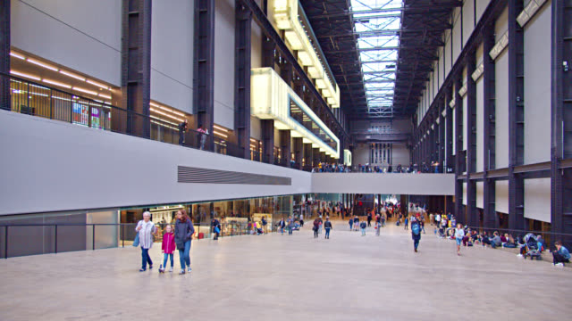 tate museum. interior design. people walk at leisure. london. touristic spot. - kunst stock-videos und b-roll-filmmaterial
