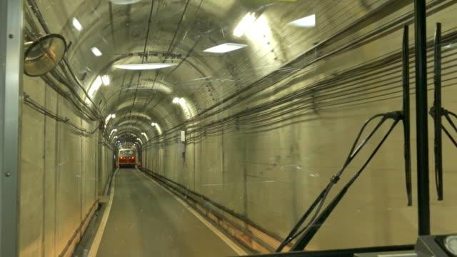 tateyama tunnel trolleybus, nakashinagawa, japan - trolleybus stock-videos und b-roll-filmmaterial