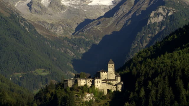 tu taufer castle in sand in taufers (campo tures) in south tyrol - castello video stock e b–roll