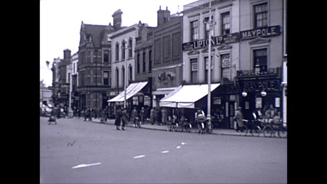 taunton north street town centre prior to redevelopment / cars cycles / lipton ltd / odeon cinema showing the mind of mr reeder / lloyds bank /... - odeon kinos stock-videos und b-roll-filmmaterial