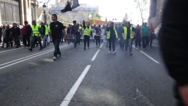 tavi drivers protest in the center of barcelona on march 16, 2017 against competition from rival transport companies uber and cabify . - international team soccer stock videos & royalty-free footage