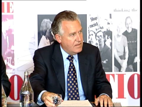 peter hain comments; news at ten: john draper wales: cardiff: int peter hain mp along into press conference hain pouring water into glass and takes... - itv news at ten点の映像素材/bロール
