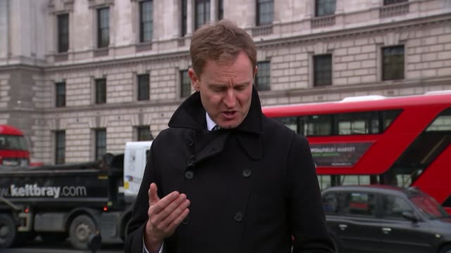 vídeos de stock e filmes b-roll de tax status of rich to be examined by select committee; london: westminster: ext charlie elphicke mp interview sot people through doors of hm revenue... - back lit