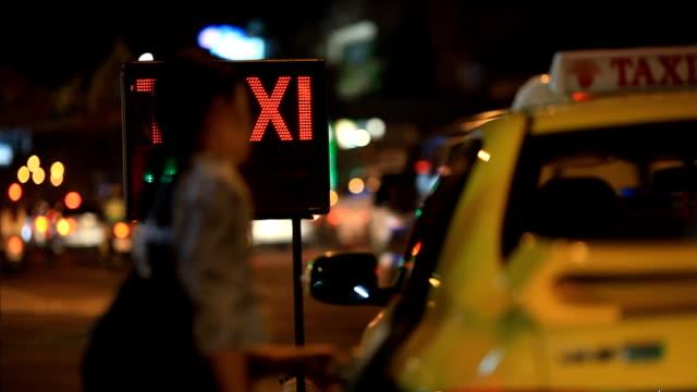 taxi and city lights in bangkok thailand - yellow taxi bildbanksvideor och videomaterial från bakom kulisserna
