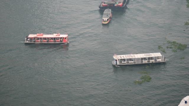 taxiboot chao phraya river in bangkok, thailand - chao phraya delta stock-videos und b-roll-filmmaterial