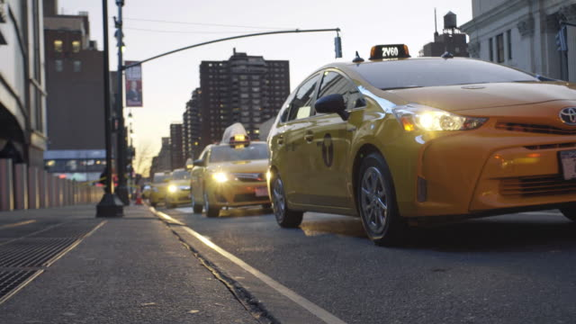 stockvideo's en b-roll-footage met taxi cab - yellow taxi