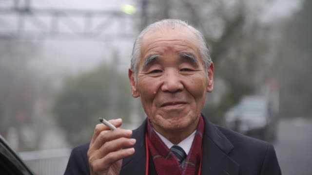 taxi driver smoking cigarette - japan - cultura giapponese video stock e b–roll