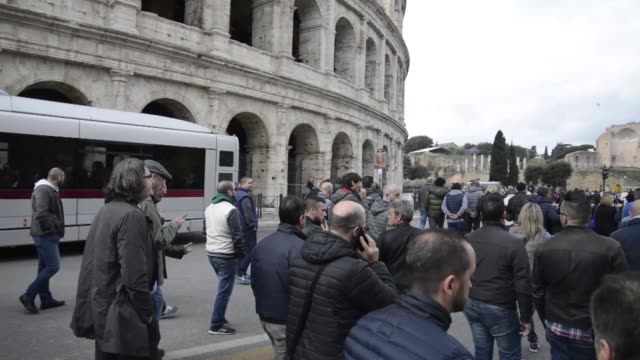 taxi drivers protest in rome in response to an amendment that drivers say will favor smartphone appbased car transport company uber and unfair... - streik stock-videos und b-roll-filmmaterial