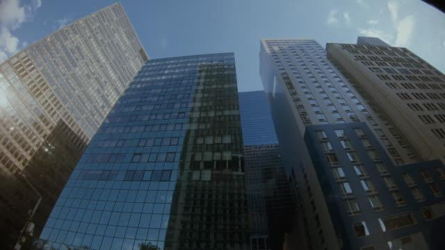 povタクシー運転:ニューヨークの車の乗客の視点 - 市街地の道路点の映像素材/bロール