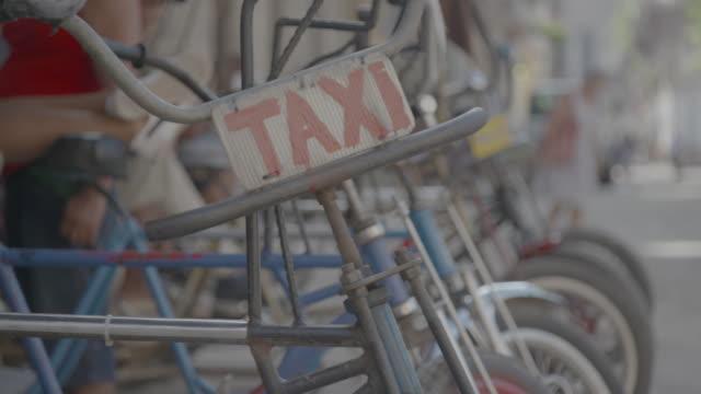 taxi sign by bicycle taxis - ペディキャブ点の映像素材/bロール