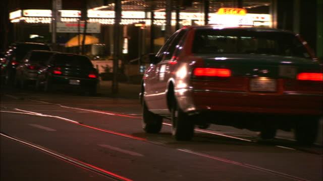 vídeos de stock, filmes e b-roll de a taxi skids to a stop and then reverses. - a parar