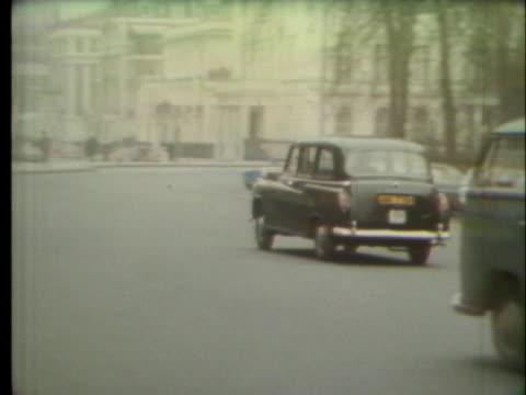 taxicab drives on a london street. - 1972年点の映像素材/bロール
