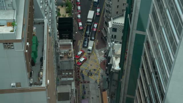 vidéos et rushes de taxis line - île de hong kong