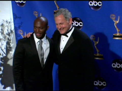 vídeos y material grabado en eventos de stock de taye diggs and victor garber, presenters of outstanding lead actress in a drama series at the 2004 primetime emmy awards press room at the shrine... - premio emmy anual primetime