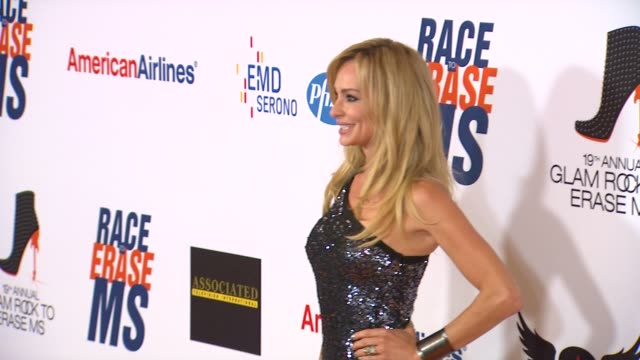 taylor armstrong at 19th annual race to erase glam rock to erase on 5/18/12 in los angeles, ca. - レーストゥイレースms点の映像素材/bロール
