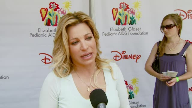 taylor dayne on the event and the booth she's working at the 'a time for heroes' carnival to benefit the elizabeth glaser pediatric aids foundation... - アタイムフォーヒーローズ点の映像素材/bロール