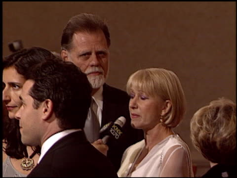 vídeos de stock, filmes e b-roll de taylor hackford at the 2005 dga director's guild of america awards at the beverly hilton in beverly hills california on january 29 2005 - director's guild of america