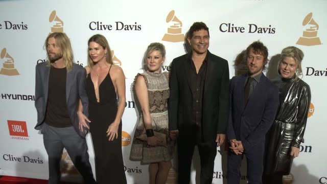 stockvideo's en b-roll-footage met taylor hawkins and pat smear at the 2016 pregrammy gala and salute to industry icons honoring irving azoff at the beverly hilton hotel on february 14... - irving azoff