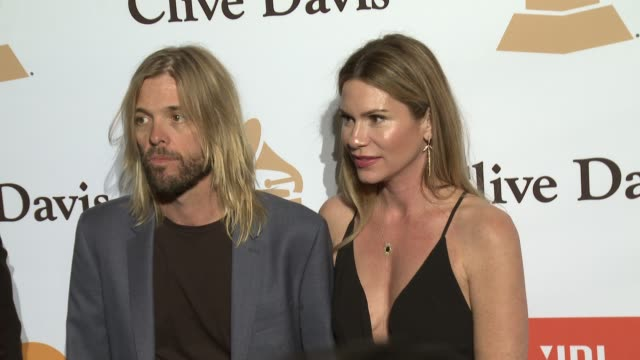 stockvideo's en b-roll-footage met taylor hawkins at the 2016 pregrammy gala and salute to industry icons honoring irving azoff at the beverly hilton hotel on february 14 2016 in... - irving azoff