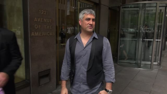 taylor hicks with fans at the siriusxm radio studio - taylor hicks stock videos & royalty-free footage