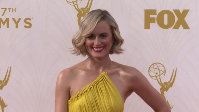 vídeos de stock e filmes b-roll de taylor schilling at the 67th annual primetime emmy awards at microsoft theater on september 20, 2015 in los angeles, california. - microsoft theater los angeles