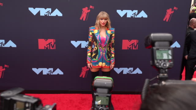 taylor swift at 2019 mtv video music awards at prudential center on august 26 2019 in newark new jersey - mtv video music awards stock videos & royalty-free footage