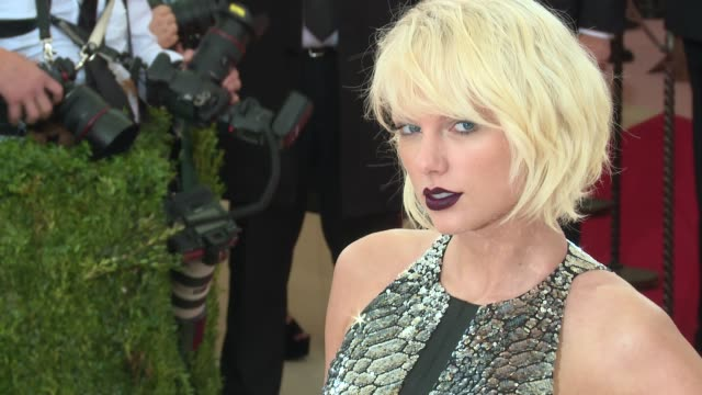 fashion in an age of technology costume institute benefit gala arrivals at metropolitan museum of art at the metropolitan museum on may 02 2016 in... - 2016 stock-videos und b-roll-filmmaterial