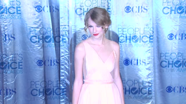 Taylor Swift at the 2011 People's Choice Awards Arrivals at Los Angeles CA