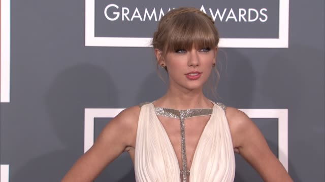vídeos de stock e filmes b-roll de taylor swift at the 55th annual grammy awards at staples center on february 10, 2013 in los angeles, california - prémios grammy