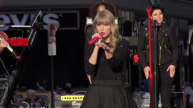 Taylor Swift at the 'Good Morning America' studio in New York NY on 10/23/12