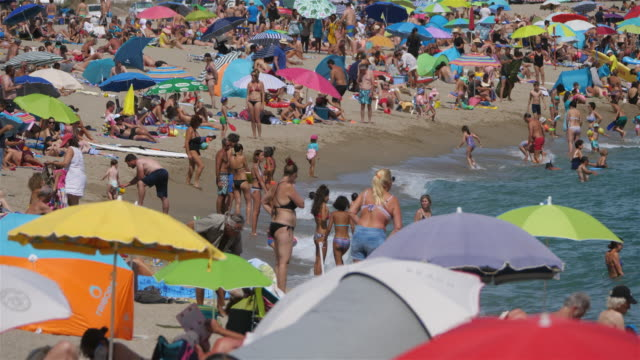 stockvideo's en b-roll-footage met te beach between the canet en roussillon and saint cyprien, pyrenees orientales department, occitanie, france - zonwering