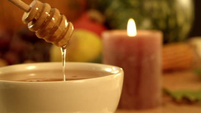 vídeos de stock, filmes e b-roll de chá, mel, limão - mel