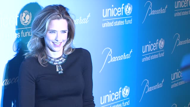 vídeos y material grabado en eventos de stock de tea leoni at 2012 unicef snowflake ball presented by baccarat at cipriani 42nd street on november 27 2012 in new york new york - tea leoni