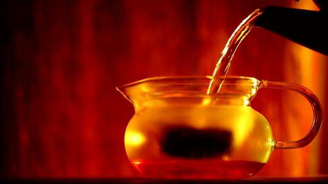 stockvideo's en b-roll-footage met tea - theeblaadjes