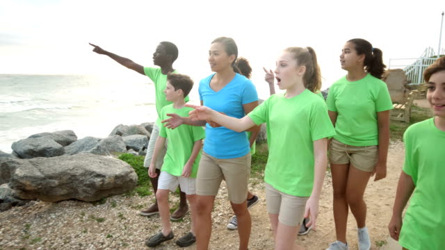 teacher and children on field trip to coastline - pacific islanders stock videos & royalty-free footage