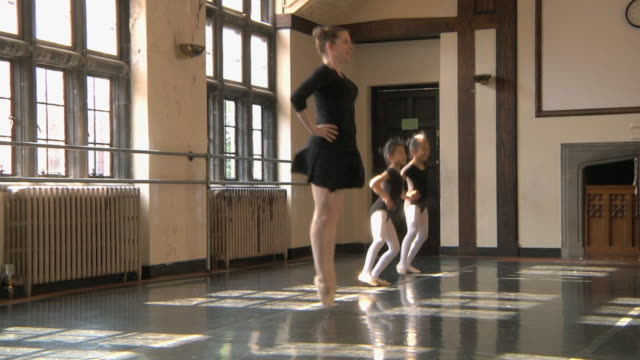 stockvideo's en b-roll-footage met ws slo mo teacher and her students (6-7) working on jumping techniques in ballet studio / chicago, illinois, usa - gympak