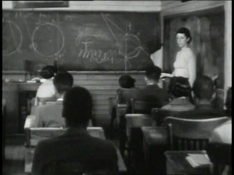 1939 montage teacher and student inside classroom / lowndes county, alabama, united states - 分校点の映像素材/bロール