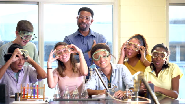 teacher and students in high school science class - 16 17 years stock videos & royalty-free footage