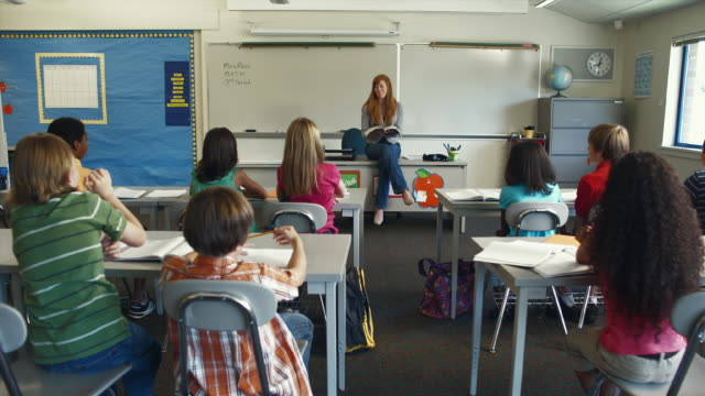 WS Teacher quizzing (8-13) students in classroom / Edmonds, Washington, USA