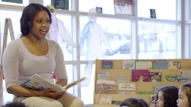teacher storytelling - storytelling stock videos & royalty-free footage