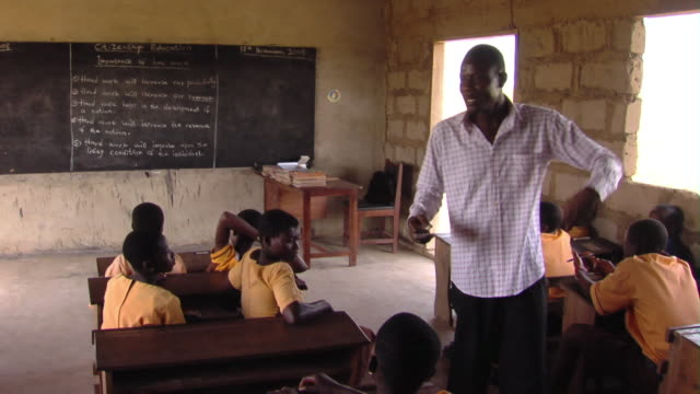 ms teacher talking to children in classroom, tamale, ghana - teacher stock videos & royalty-free footage