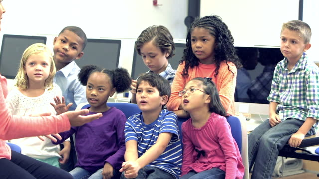 Teacher talking to class of elementary school students