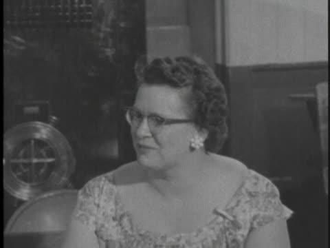 vidéos et rushes de teacher talks about her happy memories of teaching in a one room school house for fourteen years. - comté d'ulster