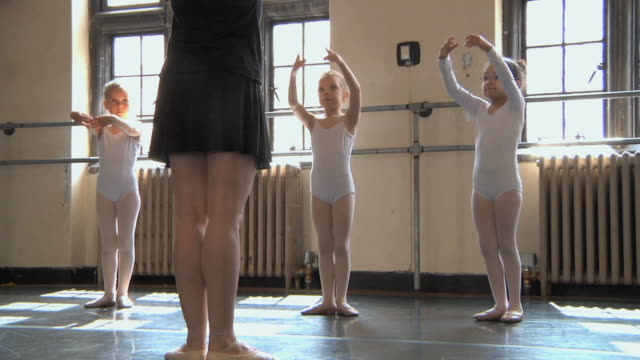 ms slo mo teacher teaching arm positions to her students (4-7) in ballet studio / chicago, illinois, usa - teaching stock videos & royalty-free footage